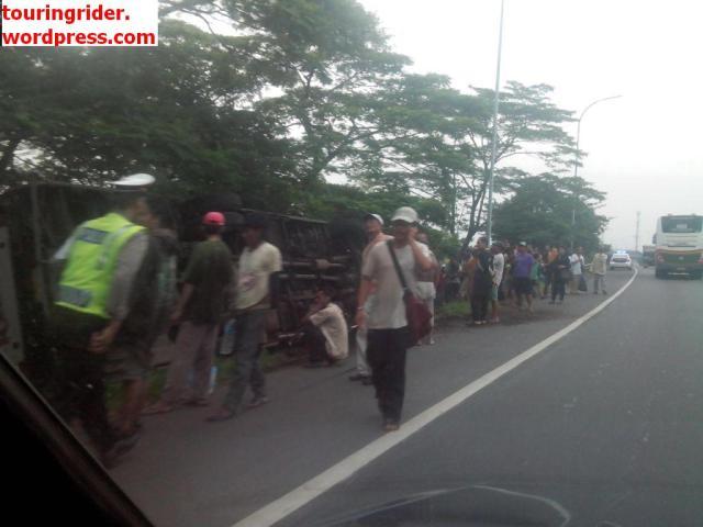 bus Restu panda kecelakaan di tol Porong